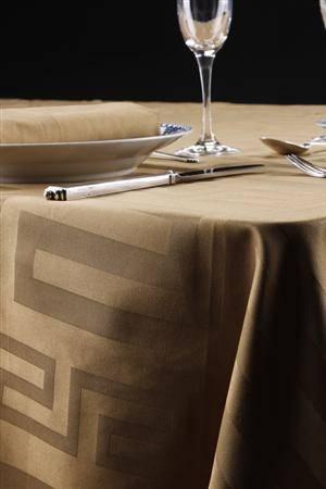 Gaveæske med bordduge og servietter af ægyptisk bomuld i tre farver, 140 x 320 cm, Keops Collection