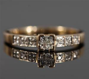 Ring i 18k guld med diamanter, 0.20 ct