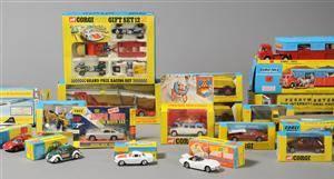 Stor samling legetøjsbiler m.m. bl.a. Corgi, Matchbox, LEGO, Fleischmann m.m.