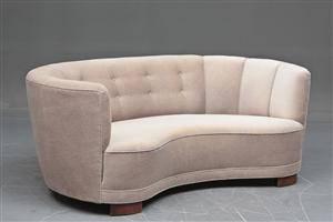 Dansk møbelsnedker Sofa i let buet form, 193040erne