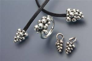 8e028d8c20b Georg Jensen. Moonlight Grapes ring, halssmykke og charms 4