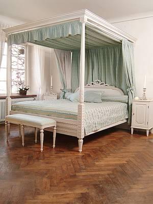 Himmelsäng, sängbord gustaviansk stil. Geromar AB 2