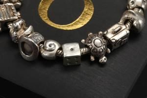 Pandora. Sølvarmbånd med charms