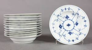 Kgl. Porcelæn, Musselmalet, riflet, dybe frokosttallerkner. 12