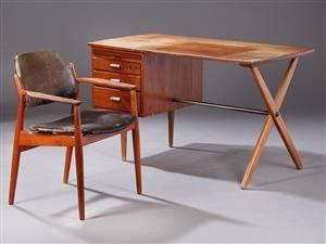 Dansk møbelproducent.Skrivebord samt armstol, teak, læder. 2