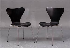 Arne Jacobsen. Par sorte syverstole, model 3107. 2
