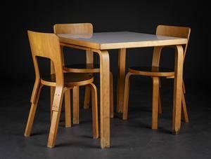 Alvar Aalto. Kvadratisk bord samt tre stole model 66 4  Denne vare er sat til omsalg under nyt varenummer 3900780