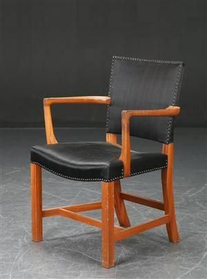 Kaare Klint. Armstol, Den røde stol, mahogni