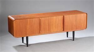 Ubekendt dansk møbelarkitektproducent 1960-erne. Lav skænk af teaktræ