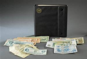 Samling mønter og pengesedler