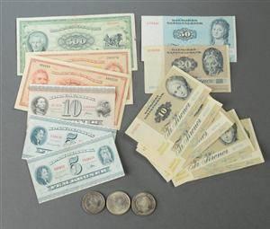 Danmark. Samling pengesedler og mønter