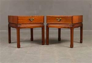 Sängbord 2 st märkta i ljus mahogny, beslag i mässing2