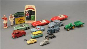 Samling legetøjsbiler og legetøj 16