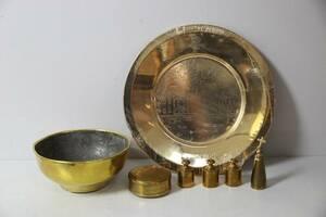 SKÅL, jultallrik, vikter 3 st, snusdosa, samt ljussläckare, mestadels Skultuna 1607