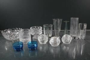 BRICKA med vaser, ljuslyktor och skålar, bl.a. Kosta Boda