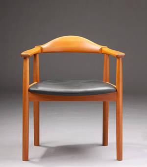 FORM 75 Design, armstol af lakeret kirsebær