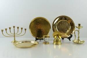 PARTI med jultallrik, bricka, ljusstakar, oljelampa och kompass, bl.a. Skultuna 1607