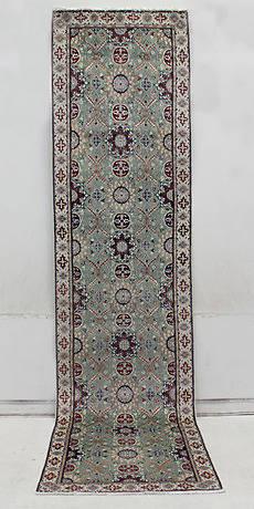 MATTA, Orientalisk, Nain med silkesinslag, galleri, 390 x 93 cm.