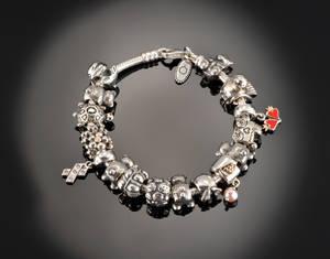 Pandora sølvarmbånd med charms