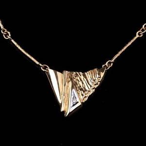 HALSBAND, med diamant, 18k guld, vikt ca 6,40 gram.