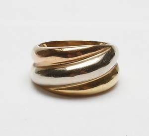 RING, 18k guld, vikt ca 11,7 gr.