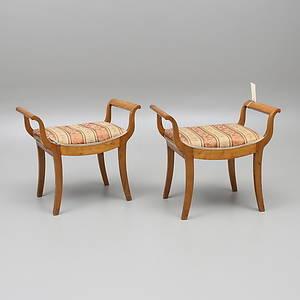 TABURETTER, ett par, Karl-Johan-stil, 18001900-tal.