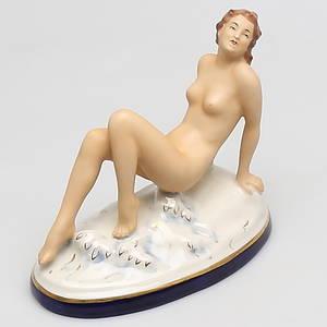 FIGURIN i porslin, naken kvinna, Royal DUX.