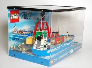 LEGO, modell  i monterskåp med belysning.