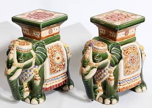 PIEDESTALER, 2 st, porslin, elefanter, 1950-talet.