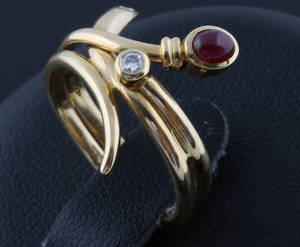 Ring in 18k gold set with diamonds .
