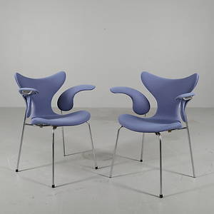 STOLAR, ett par, MåsenMågen, modell 3208, Arne Jacobsen, Fritz Hansen.