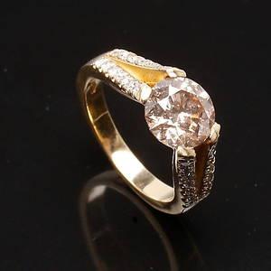 RING i 18 K guld med Fancy gold diamant på 2,00 ct  0,20 ct.