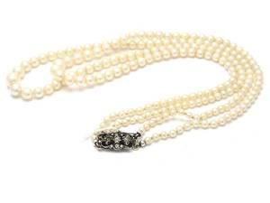 Pärlcollier med silverlås