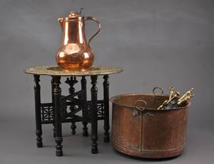 Orientalsk rygebord, kande, kobberkedel og pejsesæt