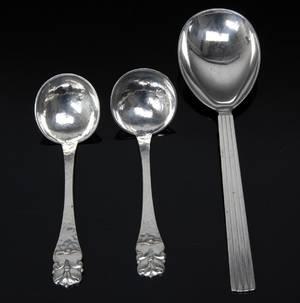 Tre dele serveringsbestik af sølv bl.a. Georg Jensen 3