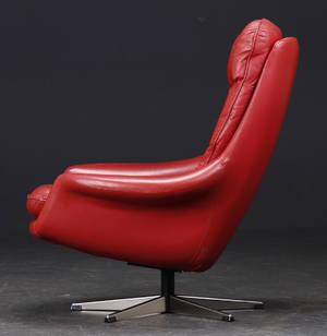 Dansk møbelproducent. Højrygget hvilestol på fempasfod