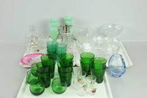 PARTI med bl.a. vaser, glas, skålar, vinägerkaraff