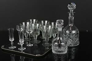 PARTI med vinglas, 6 st, snapsglas, likör, samt karaffer, 2 st, bl.a. Silvia,  Orrefors