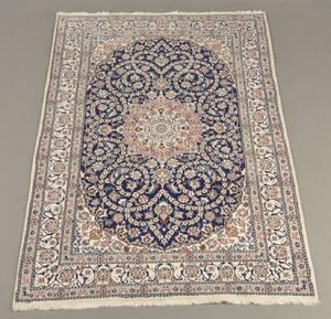 Persisk Nain med silkestafferinger, 295 x 202 cm.