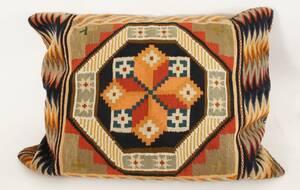 Kudde med flamskvävnad, 1900-talets första hälft