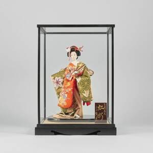 Docka i glasmonter, Geisha