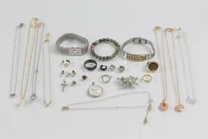 PARTI med smycken och bijouterier, bl.a. armband Edblad
