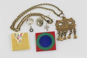 PARTI med bl.a. Karl Laine, hänge, bl.a. silver, brons