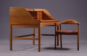Andreas Hansen. Skrivebord af oregon pine  Armstol Form 75, Galten 2
