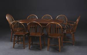 Bord m. klapper samt otte Windsor stole, nøddetræ 9